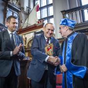 Andrzej Kraśnicki, Prezes Polskiego Komitetu Olimpijskiego gratuluje dr. Thomasowi Bachowi
