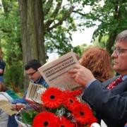 """Rektor UG, prof. UG dr hab. Andrzej Ceynowa, czyta """"Jednodniówkę"""""""