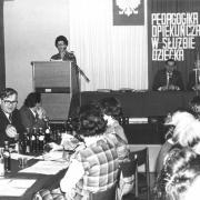 Doc. dr Irena Jundziłł głosi referat na konferencji zorganizowanej w IP (8-10.XI.1979)