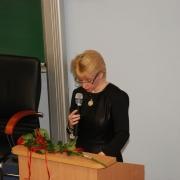 Dziekan WNS prof. dr hab. Beata Pastwa-Wojciechowska przekazuje życzenia Jubilatom i symbolicznie otwiera Aulę S 203 imienia Pro