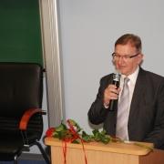 W imieniu uczniów prof. dr. hab. Lecha Mokrzeckiego przemawia prof. AM, dr hab. Andrzej Michalski