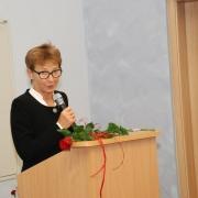 W imieniu uczniów prof. dr. hab. Bolesława Niemierki przemawia prof. UKW, dr hab. Barbara Ciżkowicz