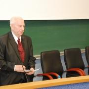 """Prof. dr hab. Jan Żebrowski wygłasza """"pedagogiczne credo"""""""