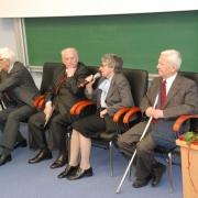 Profesorowie Jubilaci w czasie dyskusji, którą prowadzi prof. dr hab. Tomasz Szkudlarek