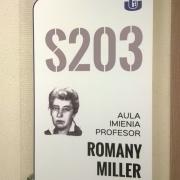 Nowa tablica przy auli S 203, która uchwałą Senatu z 25 czerwca 2015 roku nosi imię profesor Romany Miller